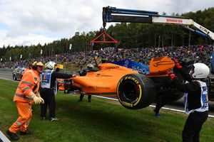 The crashed car of Stoffel Vandoorne, McLaren MCL33 is recovered in FP3