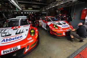 #31 Frikadelli Racing Team Porsche 911 GT3 R: Norbert Siedler, Lance David Arnold, #30 Frikadelli Racing Team Porsche 911 GT3 R: Klaus Abbelen, Sabine Schmitz, Felipe Fernández Laser