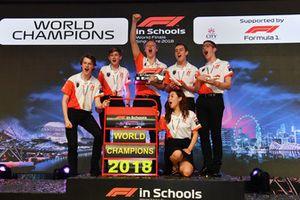 I Campioni del Mondo della F1 in Schools, festeggiano