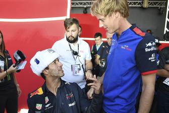 Daniel Ricciardo, Red Bull Racing et Brendon Hartley, Scuderia Toro Rosso lors de la séance d'autographes