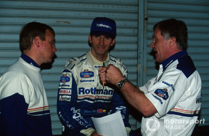 Технический директор Williams Патрик Хэд, гонщик Дэймон Хилл и Дэвид Браун