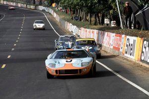 Педро Родригес и Люсьен Бьянки, Ford GT40 (№40)
