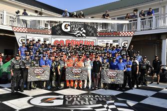 Il vincitore Chase Elliott, Hendrick Motorsports, Chevrolet Camaro SunEnergy1 festeggia la 250esima vittoria per la Hendrick Motor Sports