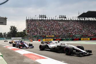 Sergey Sirotkin, Williams FW41, leads Pierre Gasly, Scuderia Toro Rosso STR13