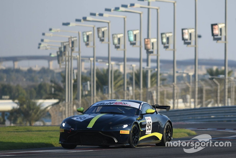 #95 Aston Martin Racing Aston Martin Vantage GT4: Thomas Canning, Mark Farmer, Oliver Wilkinson, Adrian Willmott