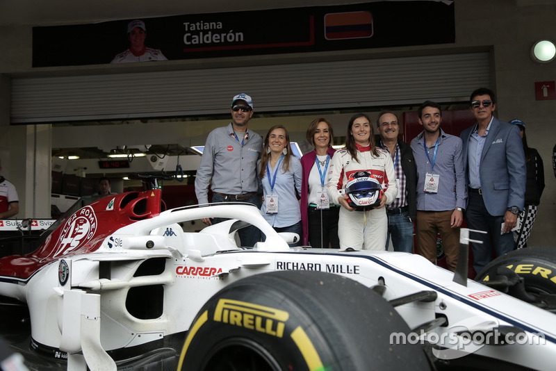 Tatiana Calderón, Sauber C37 piloto de prueba con su familia