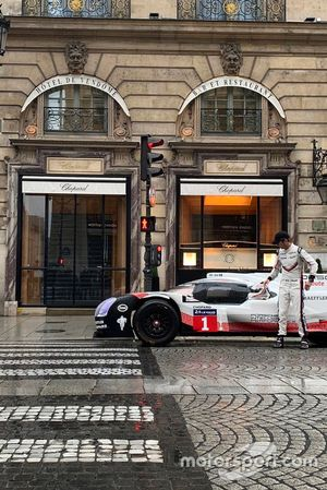 Romain Dumans, Porsche 919 en las calles de París