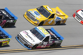Johnny Sauter, GMS Racing, Chevrolet Silverado ISM Connect Todd Gilliland, Kyle Busch Motorsports, Toyota Tundra Pedigree Puppy