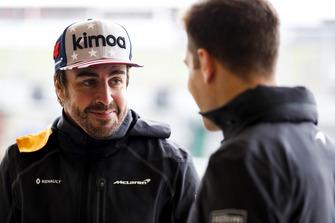 Fernando Alonso, McLaren, talks with Stoffel Vandoorne, McLaren