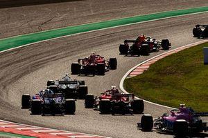Max Verstappen, Red Bull Racing RB14, devant Kimi Raikkonen, Ferrari SF71H, Romain Grosjean, Haas F1 Team VF-18, Sebastian Vettel, Ferrari SF71H, Pierre Gasly, Scuderia Toro Rosso STR13, et Brendon Hartley, Toro Rosso STR13, au départ