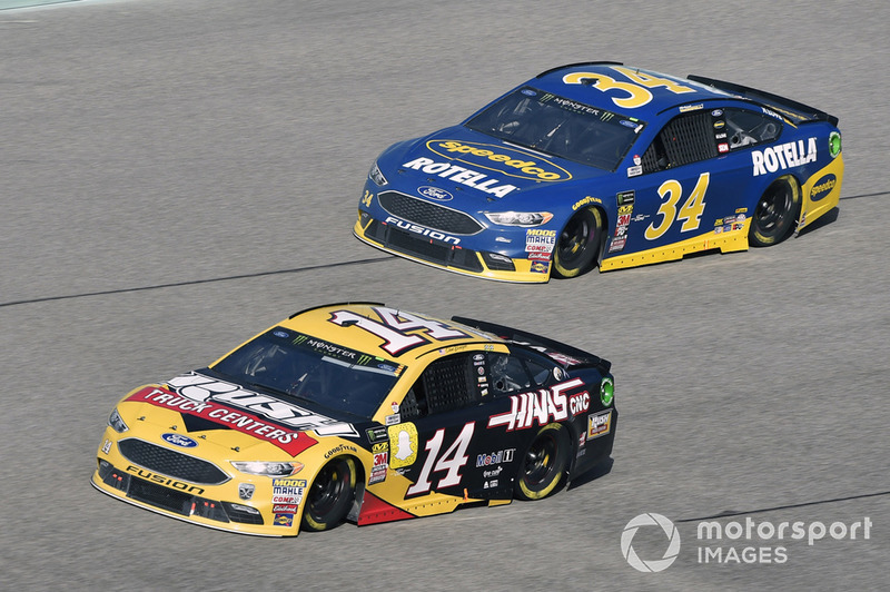 Clint Bowyer, Stewart-Haas Racing, Ford Fusion Rush Truck Centers/Haas Automation VF1, Michael McDowell, Front Row Motorsports, Ford Fusion Speedco/Rotella