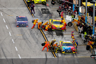 Kyle Busch, Joe Gibbs Racing, Toyota Camry M&M's, Joey Logano, Team Penske, Ford Fusion Shell Pennzoil, and Denny Hamlin, Joe Gibbs Racing, Toyota Camry FedEx Express pit stops