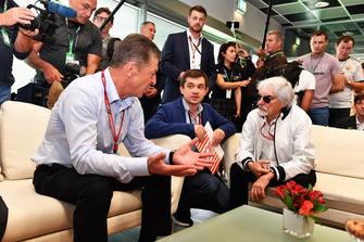 Dmitry Kozak, Viceprimer Ministro de la Federación Rusa, Sergey Vorobyev, Director General Adjunto de Sochi Autodrom y Bernie Ecclestone