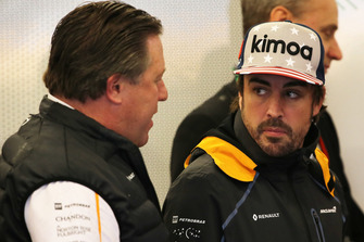 Zak Brown, dyrektor generalny McLaren Racing, oraz Fernando Alonso, McLaren