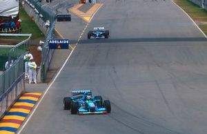Michael Schumacher, Benetton B194 leads Damon Hill, Williams FW16B