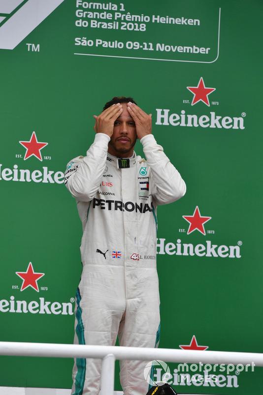 Lewis Hamilton, Mercedes AMG F1, festeggia sul podio