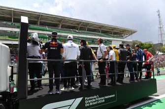 (L to R): Daniel Ricciardo, Red Bull Racing, Marcus Ericsson, Alfa Romeo Sauber F1 Team, Fernando Alonso, McLaren, Stoffel Vandoorne, McLaren, Max Verstappen, Red Bull Racing, Brendon Hartley, Scuderia Toro Rosso and Kimi Raikkonen, Ferrari on the drivers parade