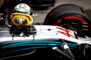 The helmet of Lewis Hamilton, Mercedes AMG F1 W09 EQ Power+, on his car after Qualifying