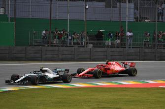 Valtteri Bottas, Mercedes-AMG F1 W09 and Kimi Raikkonen, Ferrari SF71H
