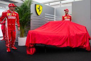 Kimi Raikkonen, Ferrari et Sebastian Vettel, Ferrari, lors de la présentation de la nouvelle livrée
