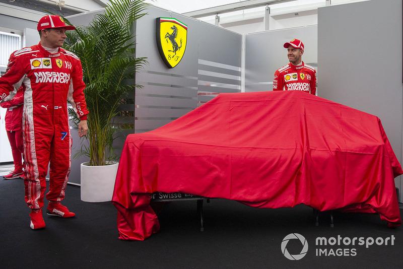 Kimi Raikkonen, Ferrari y Sebastian Vettel, Ferrari revelan la nueva decoración de Ferrari