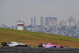 Esteban Ocon, Racing Point Force India VJM11 and Sergey Sirotkin, Williams FW41