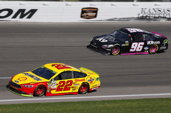 Joey Logano, Team Penske, Ford Fusion Shell Pennzoil, Jeffrey Earnhardt, Gaunt Brothers Racing, Toyota Camry Xtreme Concepts / iK9