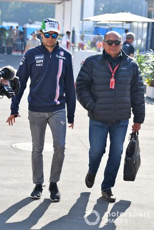 Sergio Perez, Racing Point Force India, avec son père Antonio Perez Garibay,