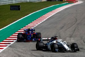 Marcus Ericsson, Sauber C37, leads Pierre Gasly, Scuderia Toro Rosso STR13
