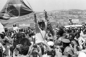 Подиум: победитель Карлус Пасе, Martini Racing, второе место – Эмерсон Фиттипальди, третье место – Йохен Масс, McLaren