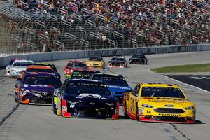 Alex Bowman, Hendrick Motorsports, Chevrolet Camaro Axalta, Michael McDowell, Front Row Motorsports, Ford Fusion Love's/ Luber Finer
