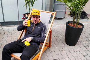 Fernando Alonso, McLaren, boit un coup pour RTL