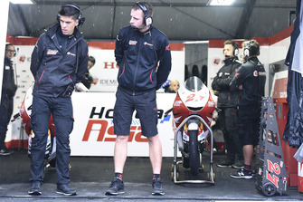 Team Honda Asia mechanics