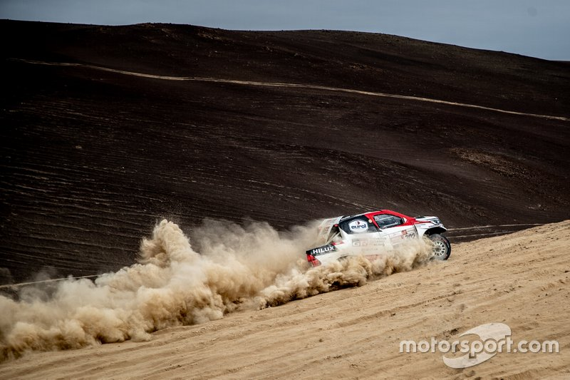 #302 Toyota Gazoo Racing Toyota Hilux: Жінель де Вільєр, Дірк фон Цітцевітц