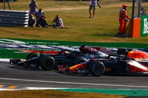 Lewis Hamilton, Mercedes W12, e Max Verstappen, Red Bull Racing RB16B