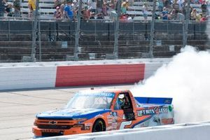 Race winner Sheldon Creed, GMS Racing, Chevrolet Silverado Liftkits4less.com