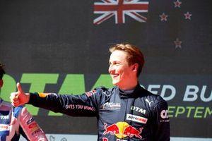 Podium: Race winnaar Liam Lawson, AF Corse