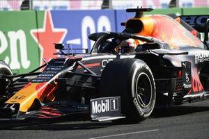 Max Verstappen, Red Bull Racing RB16B, 1ste positie, komt aan in Parc Ferme