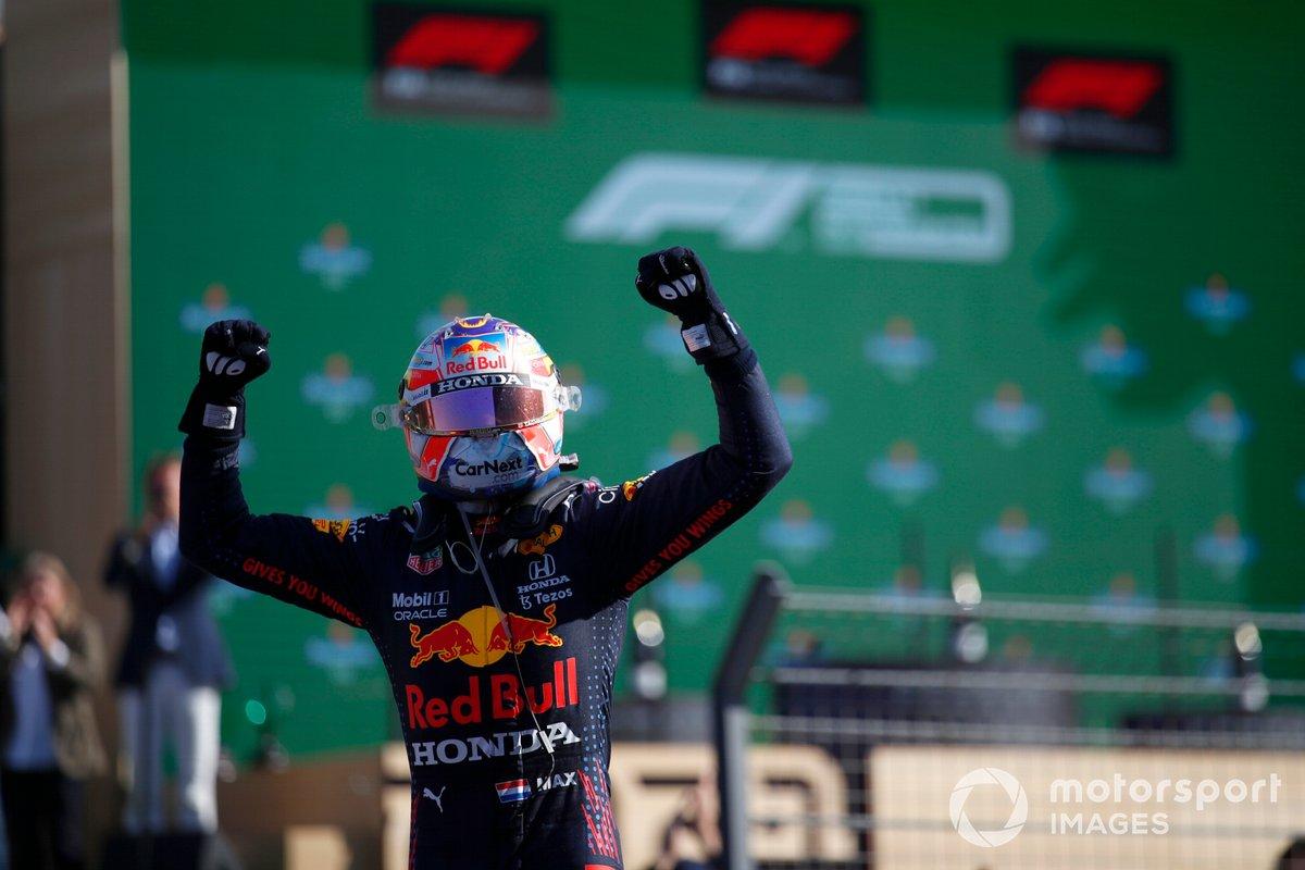 Ganador Max Verstappen, Red Bull Racing RB16B en Parc Ferme
