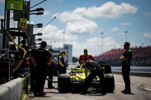 Simon Pagenaud, Team Penske Chevrolet, crew members, Samuel Emery