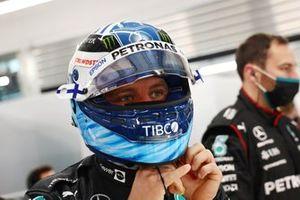 Valtteri Bottas, Mercedes, nel garage