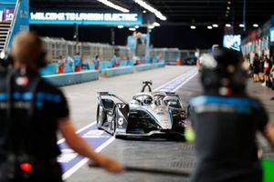 Nyck de Vries, Mercedes Benz EQ, EQ Silver Arrow 02, dans les stands