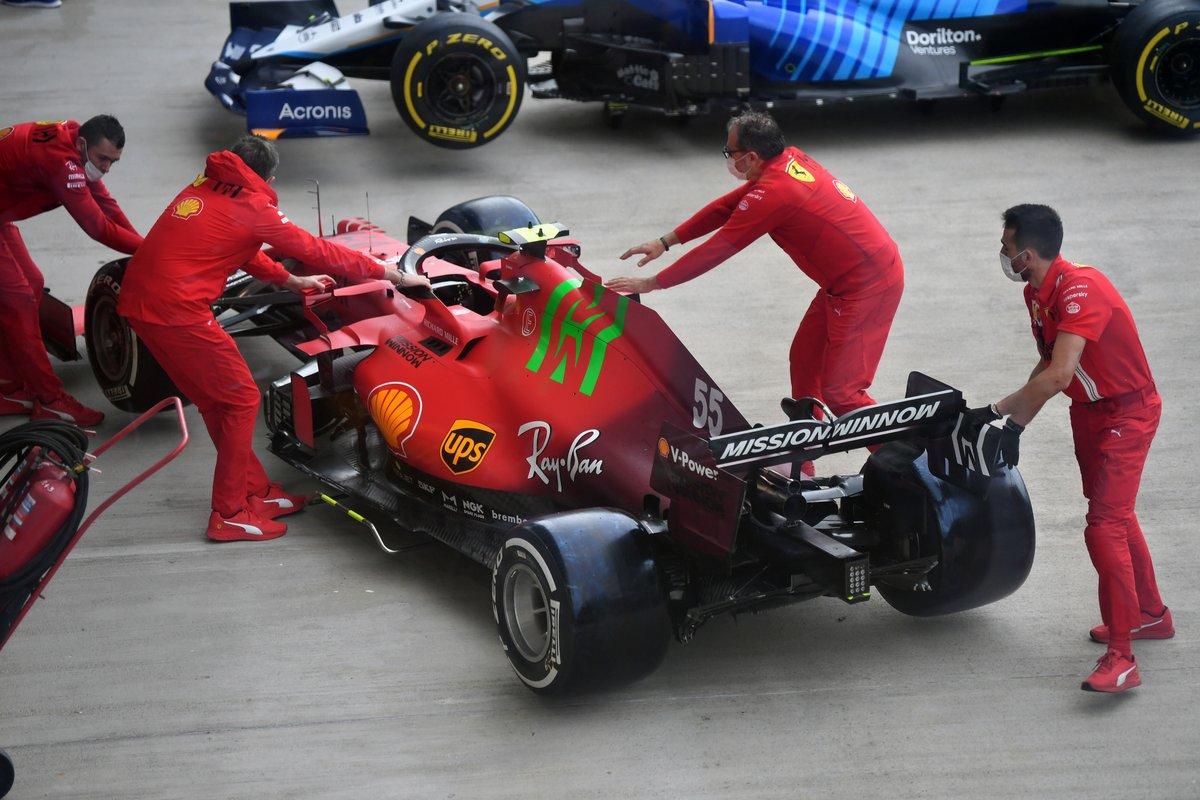 El Ferrari SF21 es llevado a las verificaciones