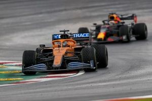 Carlos Sainz Jr., McLaren MCL35, Max Verstappen, Red Bull Racing RB16