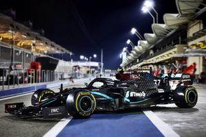 Valtteri Bottas' Mercedes F1 W11 in the pitlane