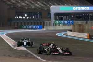 Kevin Magnussen, Haas VF-20, George Russell, Williams FW43