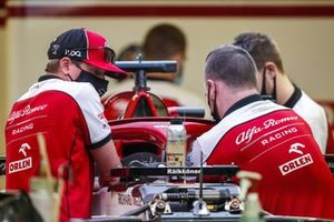 Kimi Raikkonen, Alfa Romeo, works with his mechanics in the garage