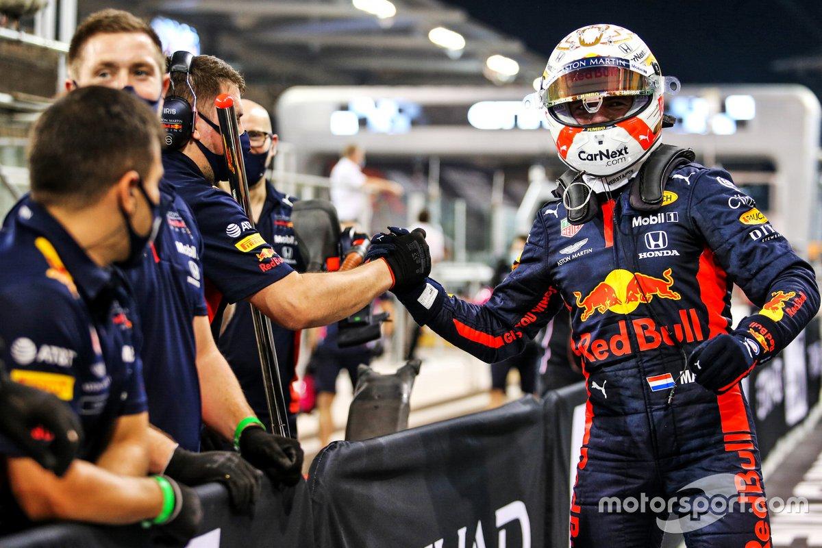 Max Verstappen, Red Bull Racing, festeggia con il team la poleposition