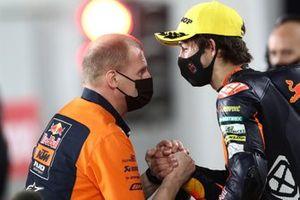 2. Remy Gardner, Red Bull KTM Ajo, mit Aki Ajo