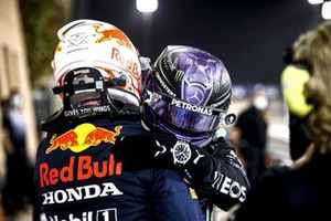 Max Verstappen, Red Bull Racing, 2nd position, and Lewis Hamilton, Mercedes, 1st position, congratulate each other in Parc Ferme